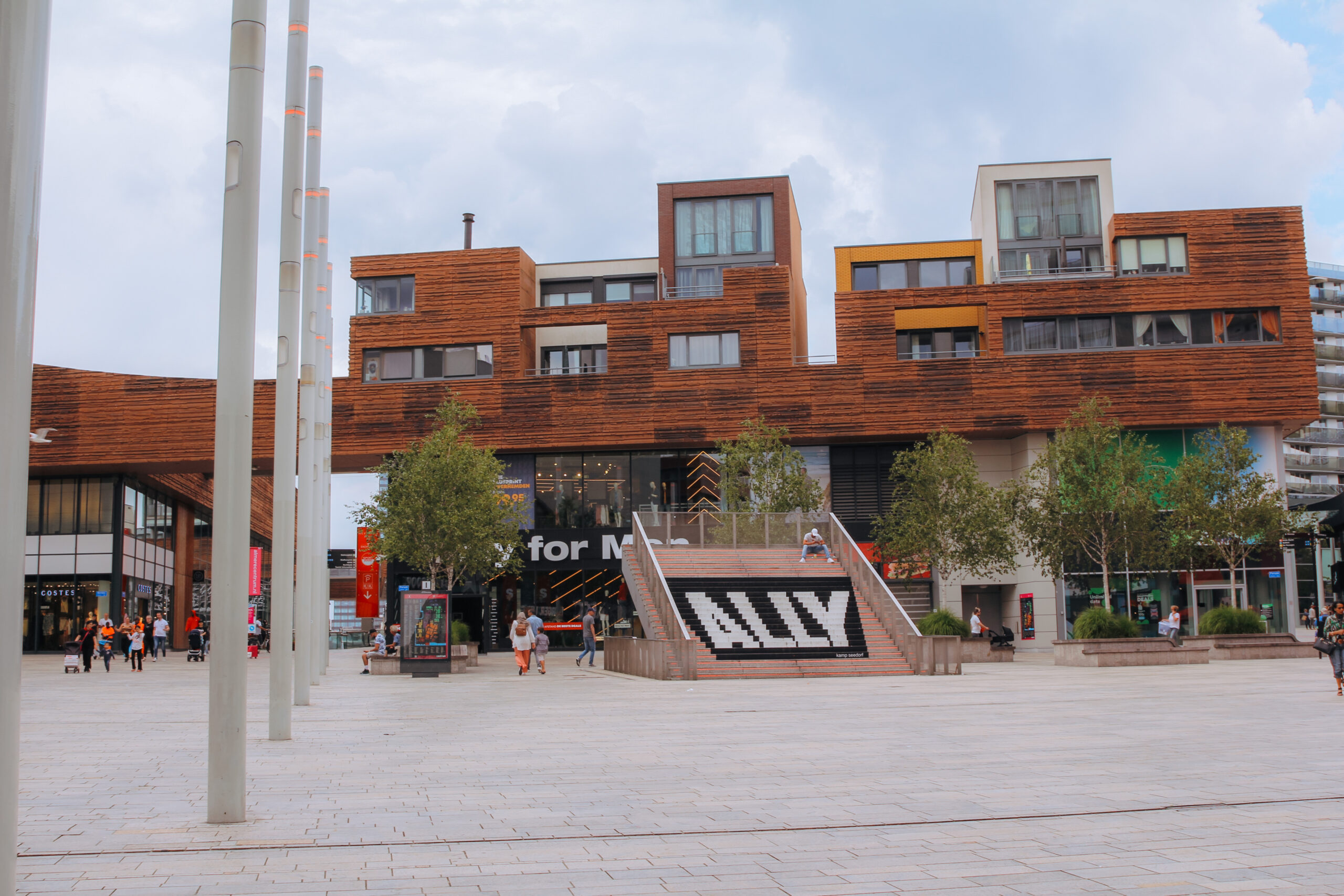 AC2020_ Forum in Almere Centrum_RV met naamsvermelding Femke Kamps (2)