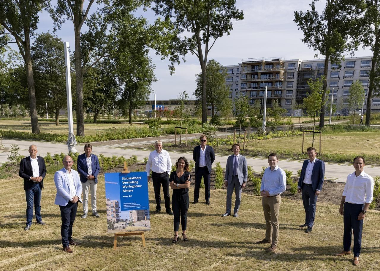 stadsakkoord versnelling woningbouw Almere kleiner